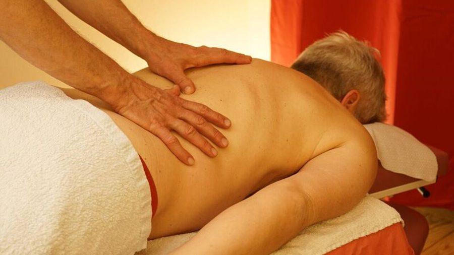 Hände-Rücken-Massage